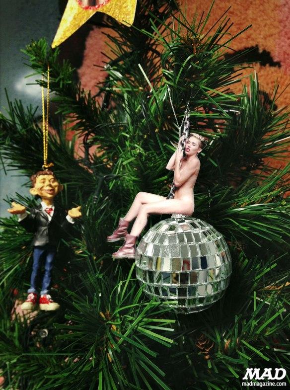 Miley-Ornament_52a0e674e5f348.95069207